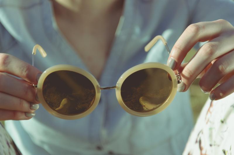 Trendy ve slunečních brýlích pro léto 2020