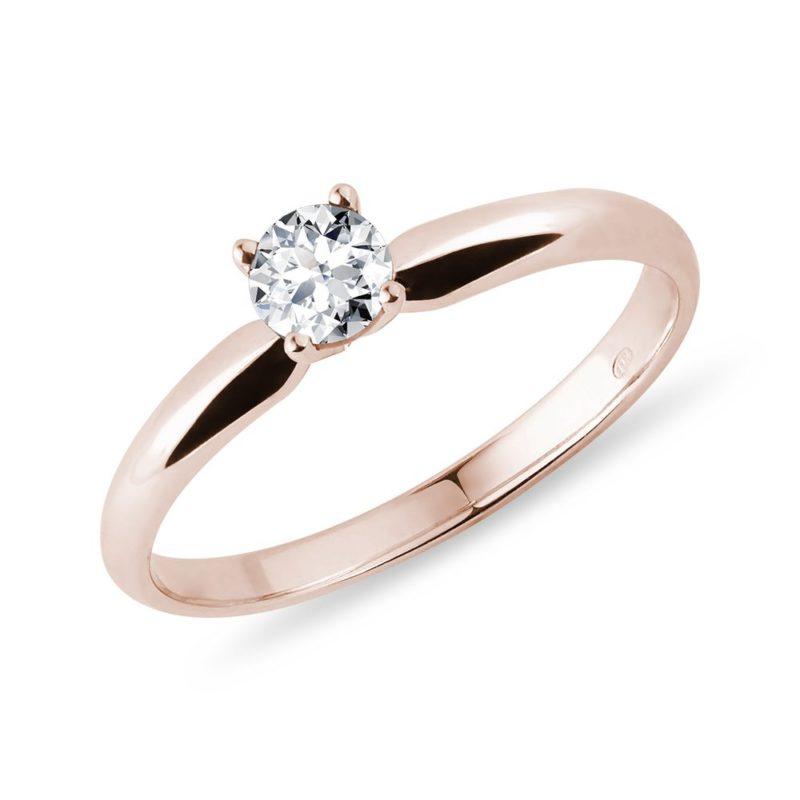 Jemný prsten z růžového zlata s briliantem KLENOTA