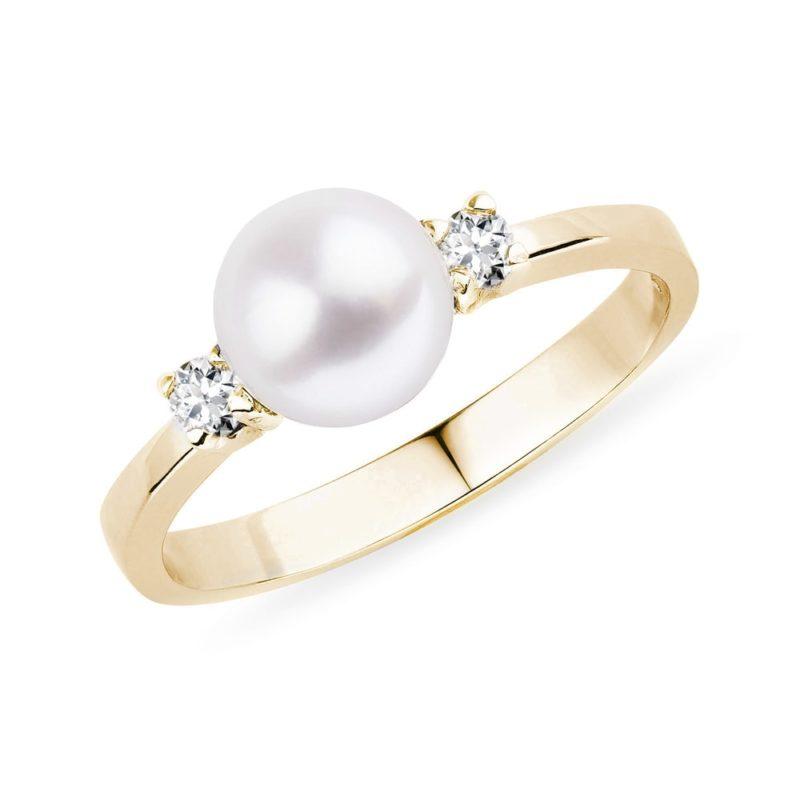Zlatý prsten s Akoya perlou a diamanty KLENOTA